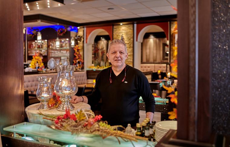 Inhaber Dimitrios Tsiampalis im Restaurant Irodion in Straubing
